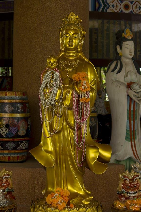 La estatua de Guan Yin Gold es hermosa fotos de archivo
