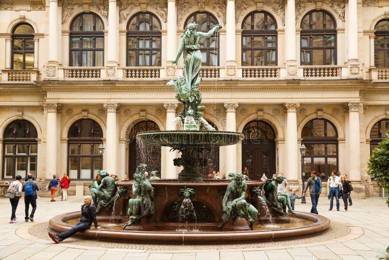 La estatua de Hygieia en Hamburgo imagenes de archivo