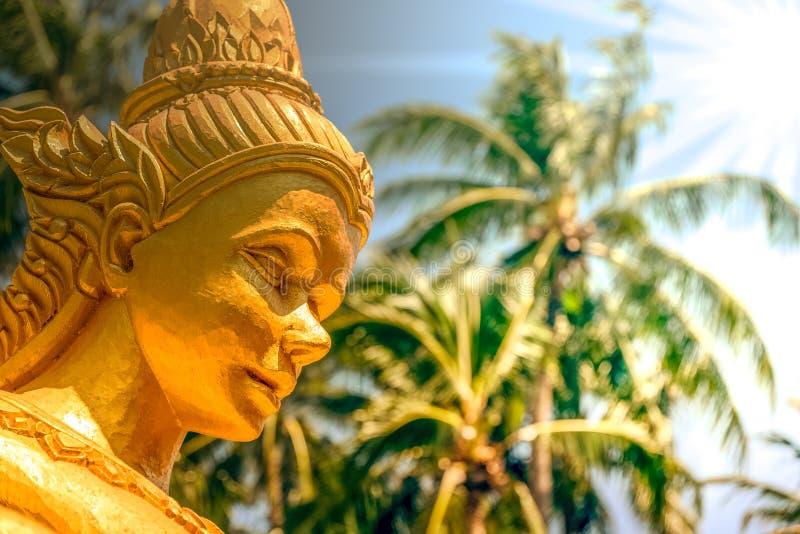 La estatua de la diosa en la calle se preparó para el songkran fotos de archivo libres de regalías