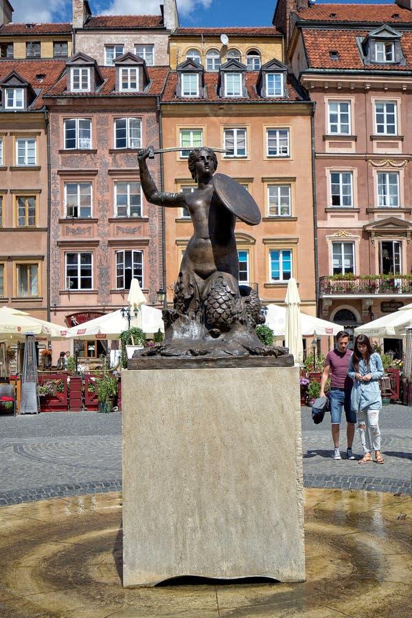 La estatua de la sirena en Varsovia, Polonia imagenes de archivo