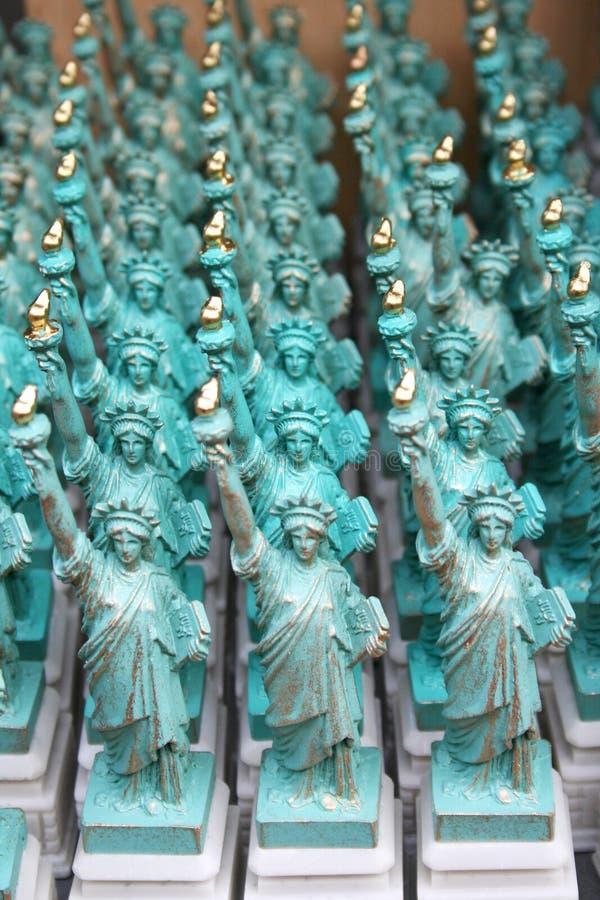La estatua de las miniaturas de la libertad fotos de archivo