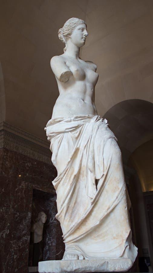 La estatua de Venus de Milo en la exhibición en Louvre, París, Francia imagen de archivo
