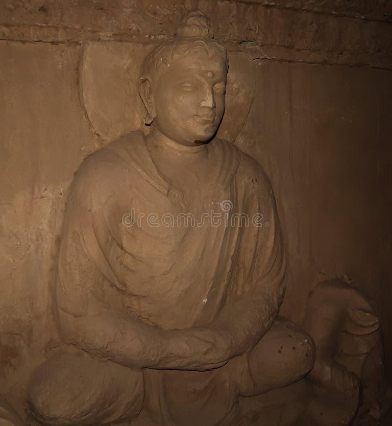 La estatua del Buda en Jaulian arruin? el monasterio budista, Haripur, Paquist?n Un sitio del patrimonio mundial de la UNESCO imagenes de archivo