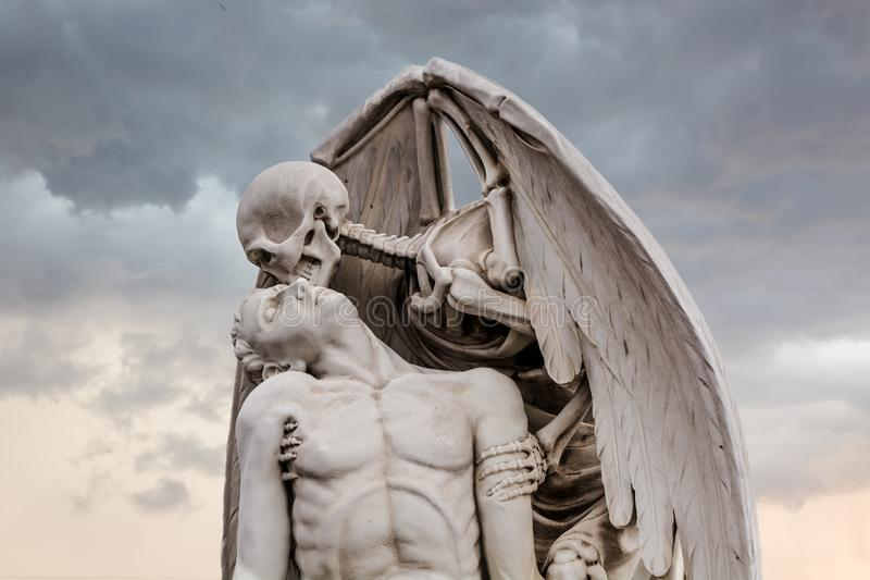 La estatua del golpe de gracia en el cementerio de Poblenou foto de archivo
