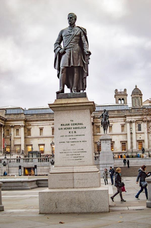 La estatua del havelock general importante del Henrio del sir del bronce en el cuadrado trafalgar Londres imágenes de archivo libres de regalías