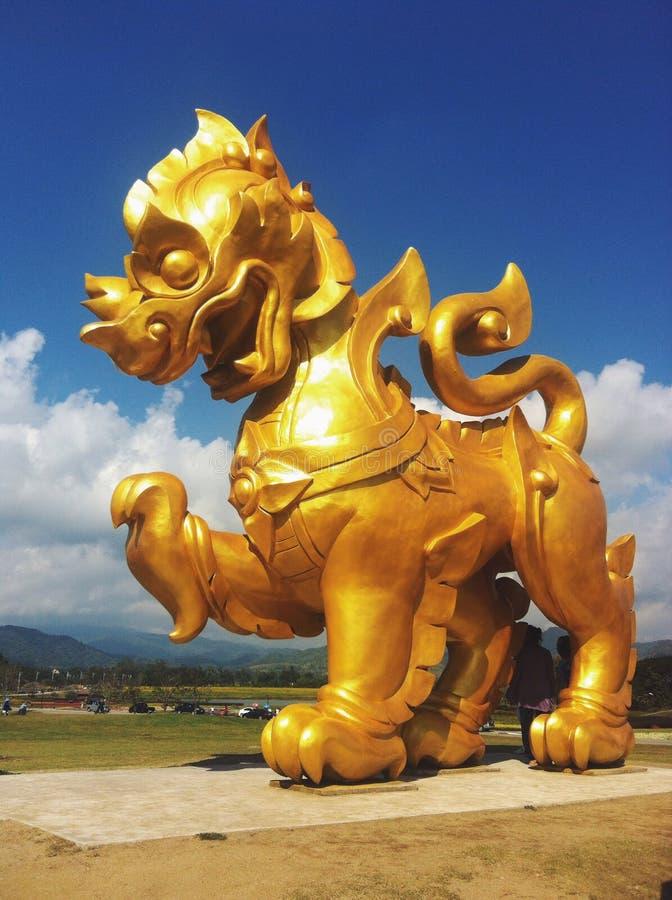 La estatua del león imagen de archivo