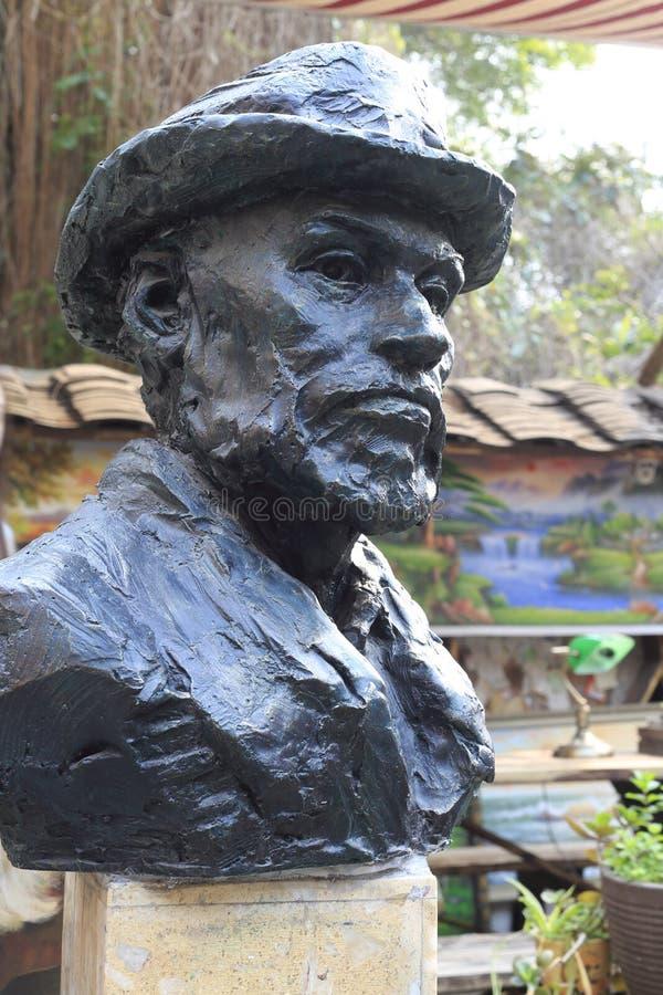 La estatua del monet de claude del pintor imagenes de archivo