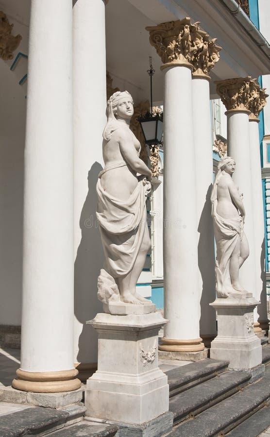 La estatua del palacio de Catherine. St. Petersbu imágenes de archivo libres de regalías