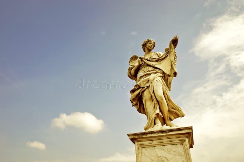 La estatua del puente de Aelian en Roma imagen de archivo