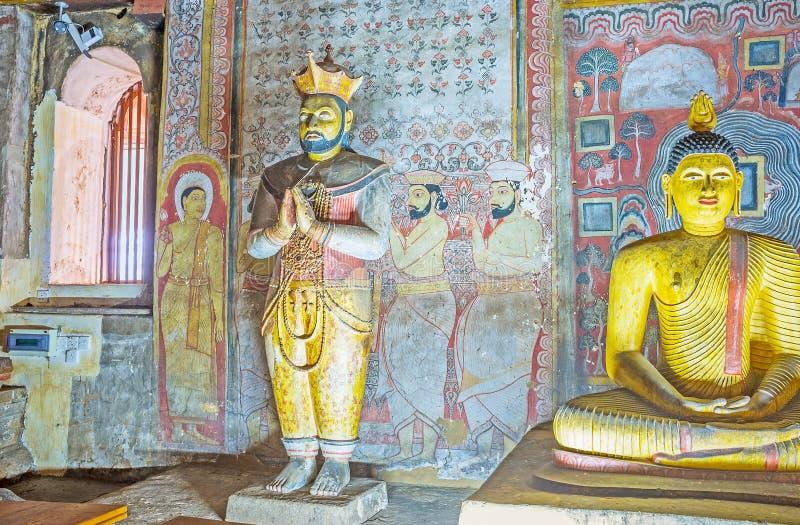 La estatua del ` s del rey en el templo de Dambulla imagen de archivo