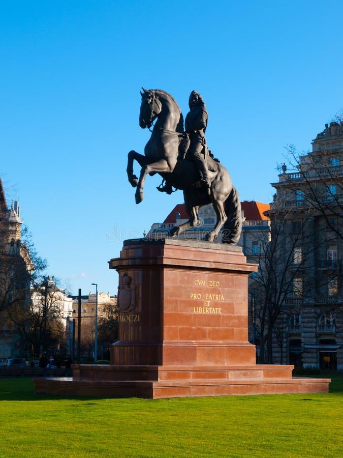 La estatua ecuestre de Ferenc Rakoczi montó en un caballo, Kossuth Lajos Square, Budapest, Hungría, Europa fotos de archivo libres de regalías