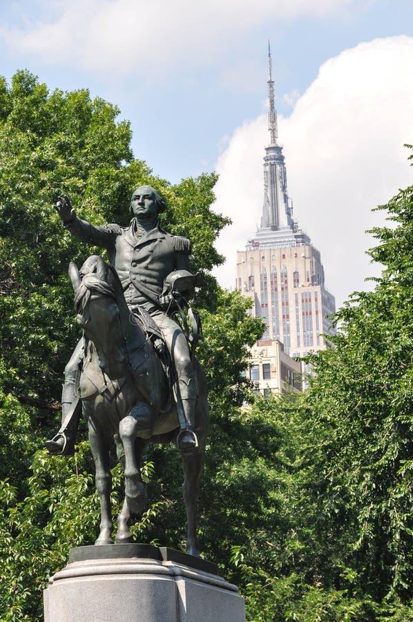 La estatua ecuestre de George Washington, New York City imagenes de archivo