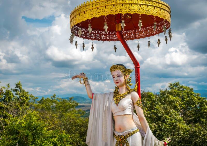 La estatua en Wat Phra That Doi Phra Chan, templo en Lampang Tailandia imagenes de archivo