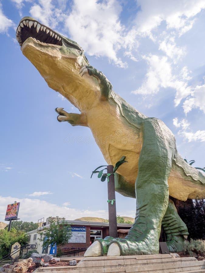 La estatua más grande del dinosaurio del mundo fotos de archivo