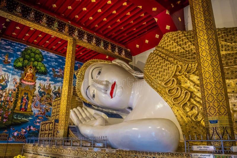 La estatua m?s grande de Buda de Tailandia ?Wat Den Salee Sri Muang Gan nombrado templo Wat Ban Den ? fotografía de archivo