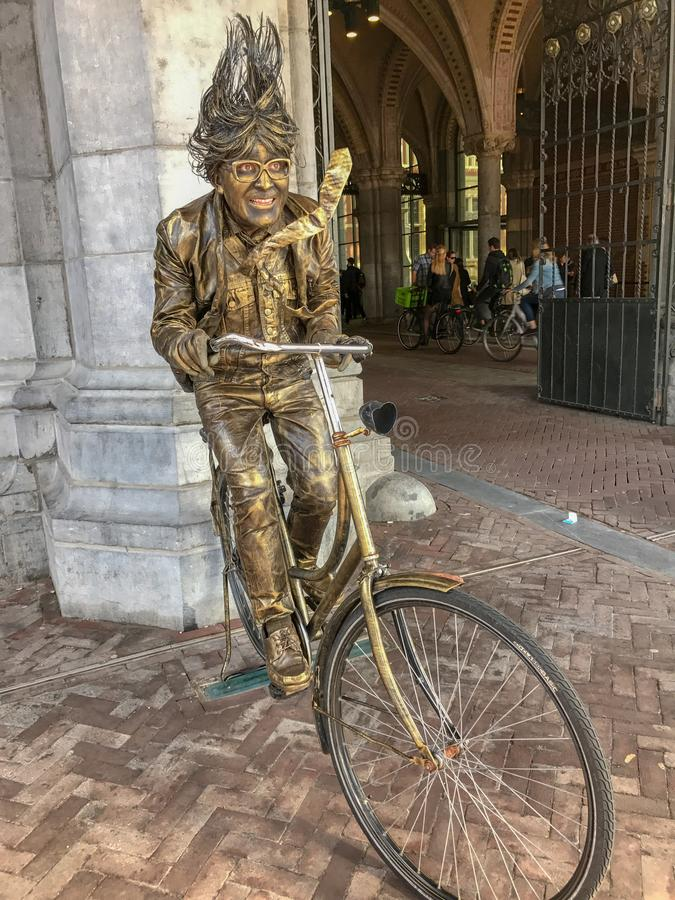 La estatua viva en bronce presentó delante de Rijksmuseum, Amsterdam foto de archivo