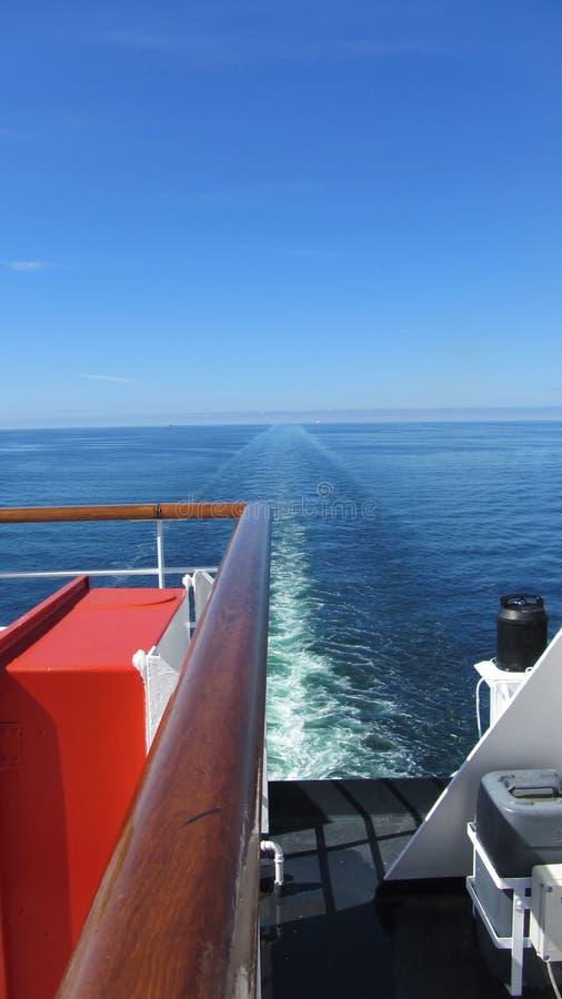 La estela de un barco de cruceros fotos de archivo libres de regalías