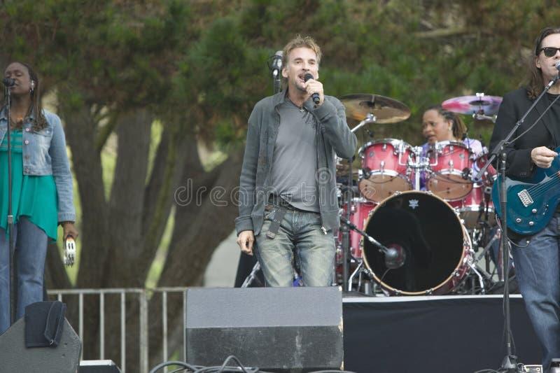 La estrella del rock Kenny Loggins se realiza en concierto al aire libre en Ventura, California para Ventura Hillsides Conservanc fotos de archivo libres de regalías