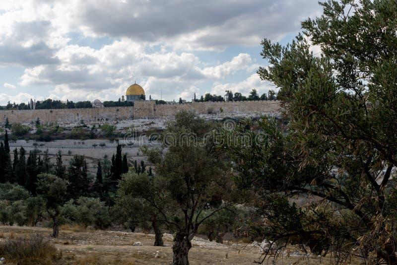 La Explanada de las Mezquitas y los sepulcros de Orson Hyde Park en Jerusalén imagenes de archivo