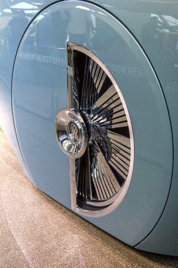 La exposición en el museo de BMW presenta el coche intrépido del concepto del futuro - 103EX-Rolls-Royce lujoso VISION DESPUÉS 10 fotos de archivo libres de regalías
