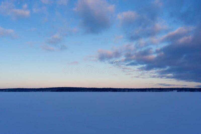 La extensión del golfo de Finlandia en invierno de Rusia VYBORG, RUSIA 05 01 2019 Parque-como el estado Monrepos, Vyborg imagen de archivo libre de regalías