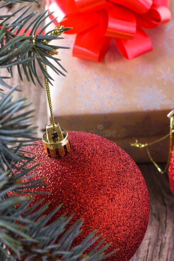 La extremidad de la bola de la Navidad fotografía de archivo