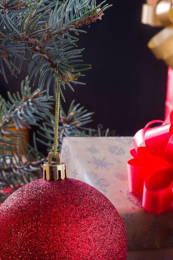 La extremidad de la bola de la Navidad imágenes de archivo libres de regalías