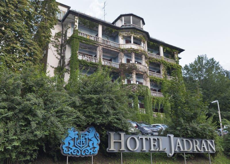 La façade de Jadran d'hôtel sur le lac a saigné, la Slovénie images libres de droits