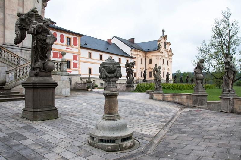 La fa?ade de l'h?pital historique de Kuks avec un certain nombre de statues par le sculpteur c?l?bre Matthias Braun ? partir de 1 photo stock