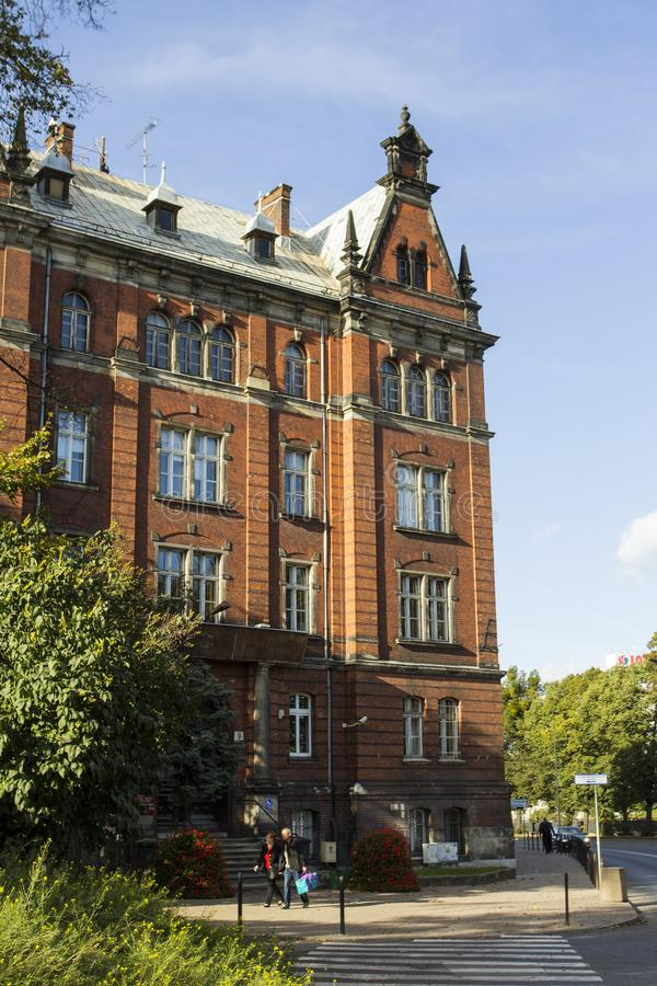 La façade du beau bâtiment historique sur la rue de la vieille ville de Danzig poland photo libre de droits