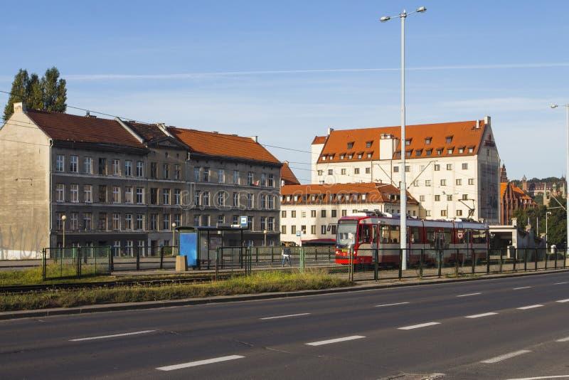 La façade du beau bâtiment historique sur la rue de la vieille ville de Danzig poland photos libres de droits