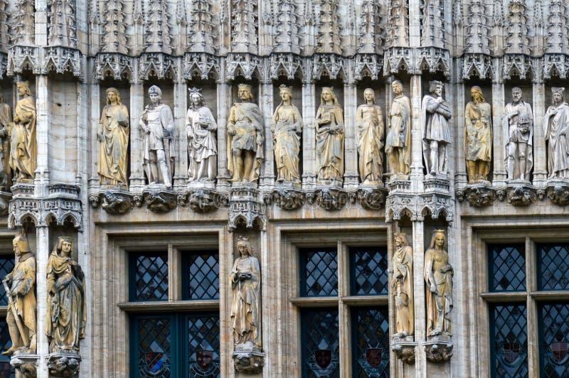 La façade gothique de style de hôtel de ville ville de Bruxelles placent chez Grand Place à Bruxelles, Belgique photographie stock libre de droits