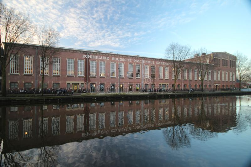 La fabbrica di Restaurated ha nominato gli specchi del garenspinnerij in acqua del canale fotografia stock libera da diritti