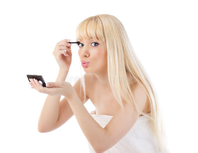 La fabbricazione bionda della donna compone intorno agli occhi fotografie stock libere da diritti