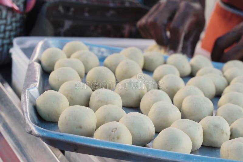 La fabricación de la patata dulce triturada asada a la parrilla es deliciosa foto de archivo libre de regalías