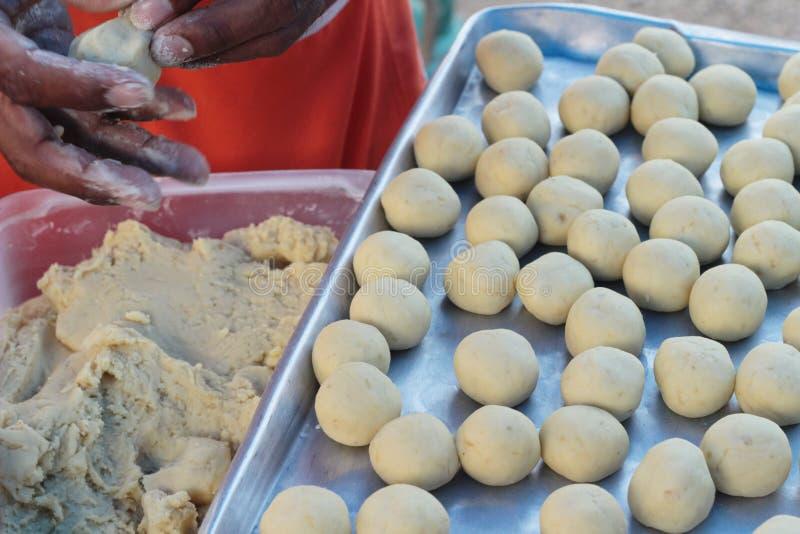 La fabricación de la patata dulce triturada asada a la parrilla es deliciosa imagen de archivo libre de regalías