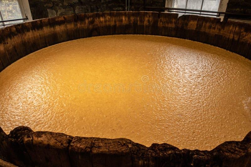 La fabricación del whisky de Borbón imagen de archivo libre de regalías