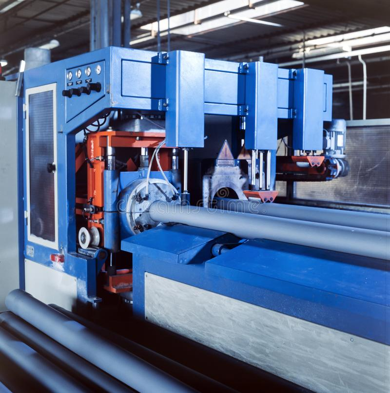 La fabricación industrial, plástico instala tubos la producción imágenes de archivo libres de regalías