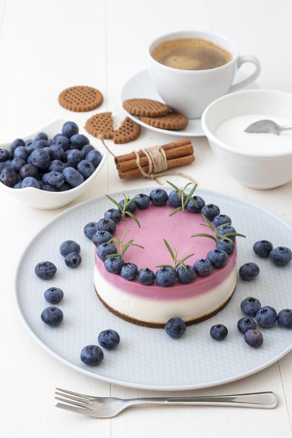 La fabricación ningún cuece el mini pastel de queso fotos de archivo libres de regalías