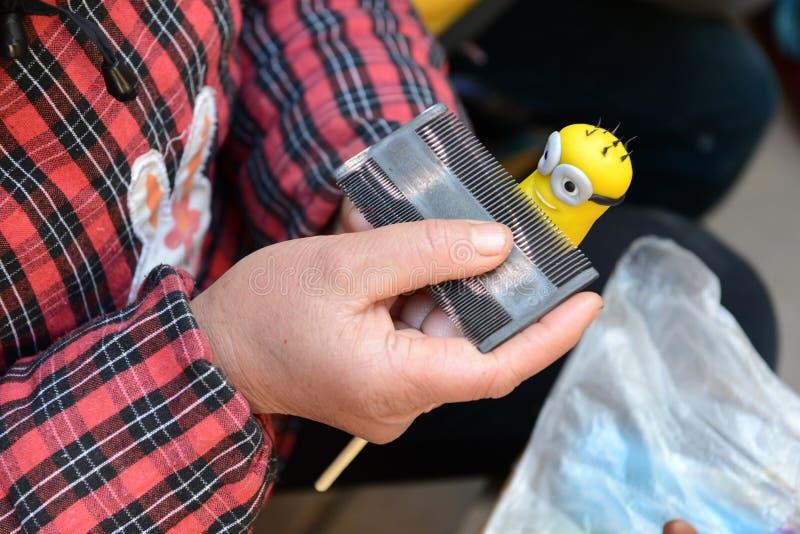 La fabrication de figurine de la pâte image libre de droits