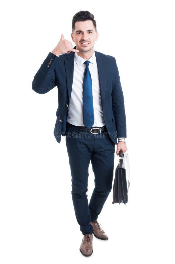 La fabrication debout de vendeur m'appellent geste photo stock