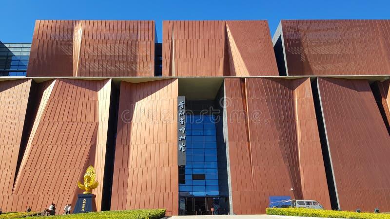 La facciata di nuova costruzione del museo provinciale del Yunnan, Kunming, il Yunnan, Cina immagini stock
