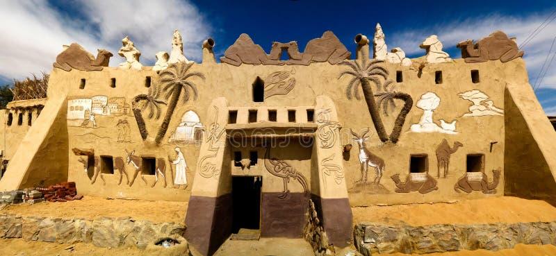 La fachada de Badr Museum y de la casa, Farafra, Egipto imagen de archivo libre de regalías