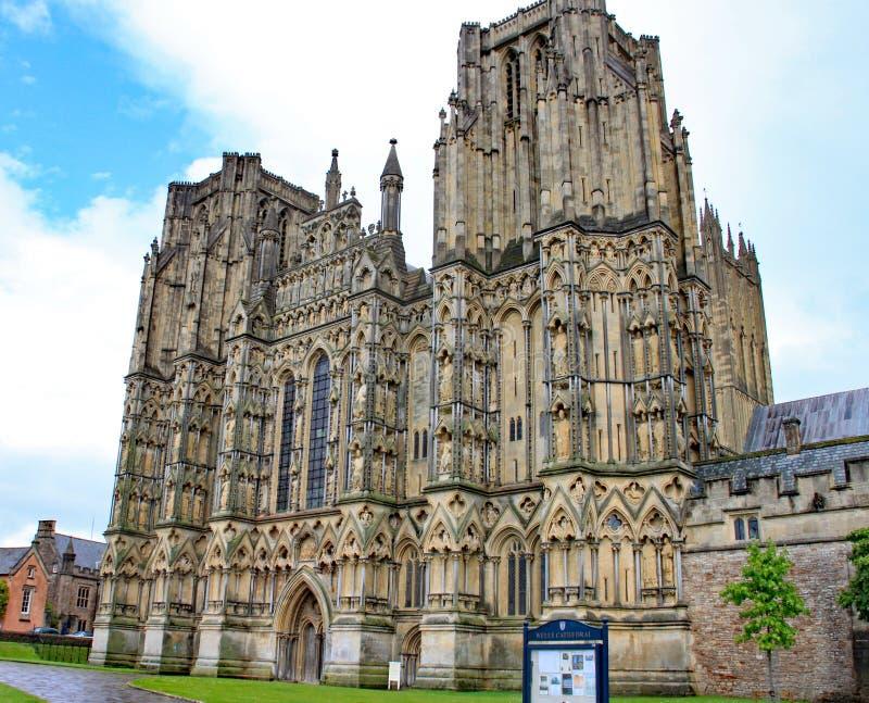 La fachada de la catedral de Wells en Somerset, Inglaterra fotos de archivo