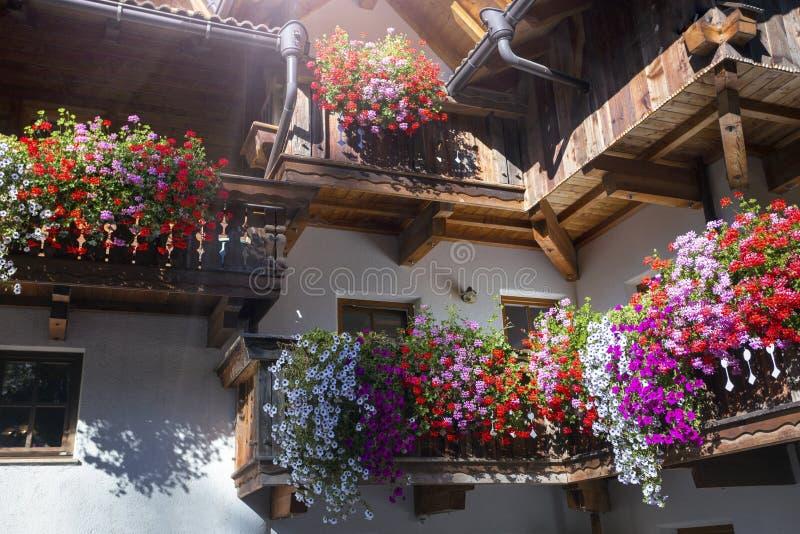 La fachada de una casa bávara típica foto de archivo