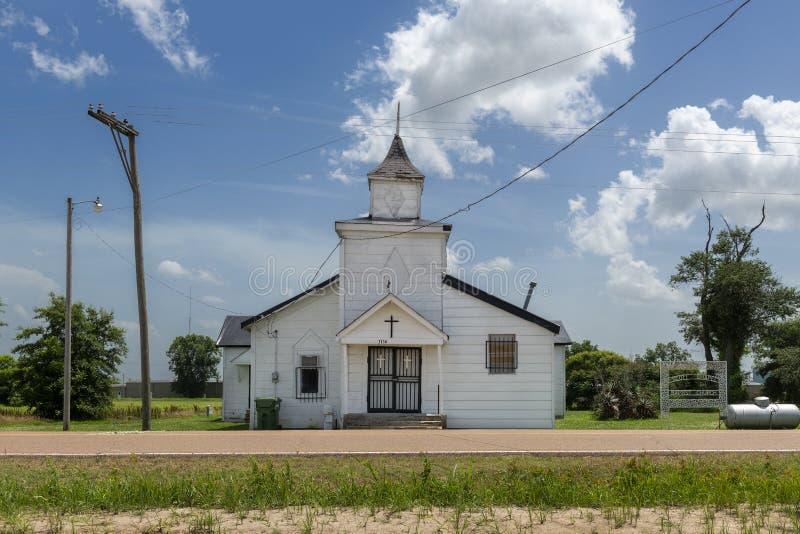 La fachada de una iglesia baptista vieja en el camino de Cobb cerca del Tunica fotos de archivo libres de regalías