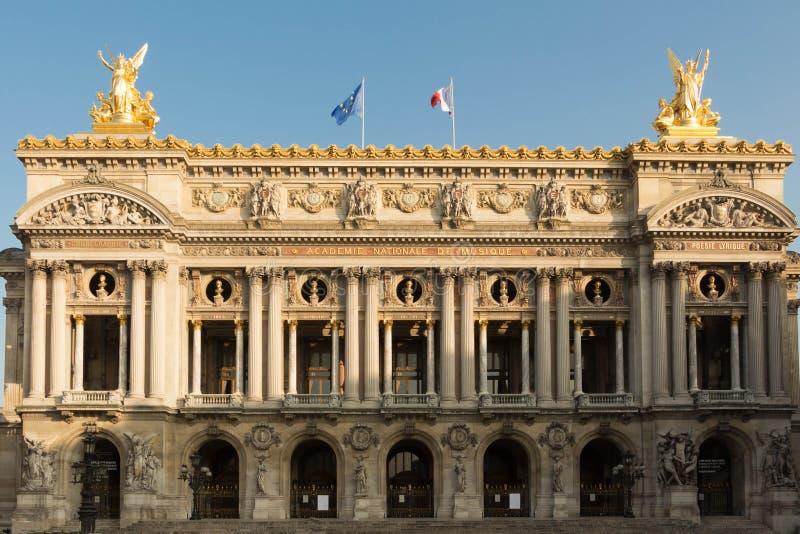 La fachada del teatro de la ópera del Palais Garnier, París, Francia fotografía de archivo libre de regalías