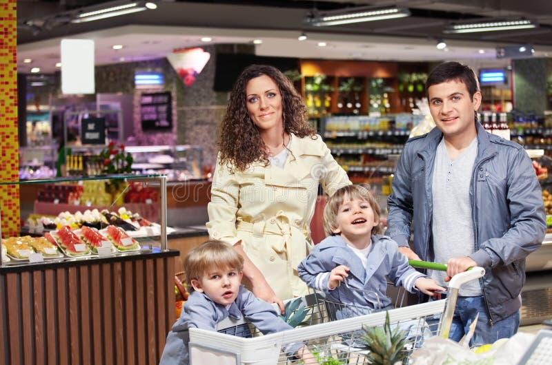 La famiglia felice immagine stock