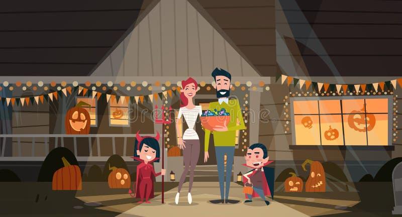 La famiglia felice celebra il concetto del partito di orrore della decorazione di festa dei costumi del vampiro di usura dei geni illustrazione vettoriale