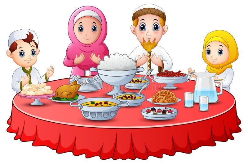 La famiglia musulmana prega insieme prima del digiuno della rottura royalty illustrazione gratis